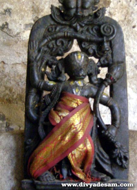 http://photofeature.divyadesam.com/hanumath-jayanthi-2011/thondanur-venugopalan-temple-anjaneyar.jpg